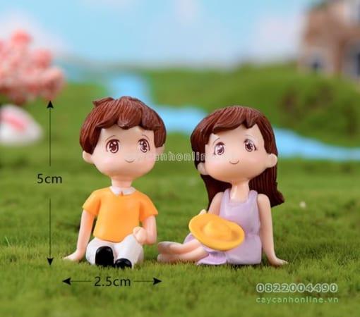 Cặp đôi ngồi trang trí tiểu cảnh