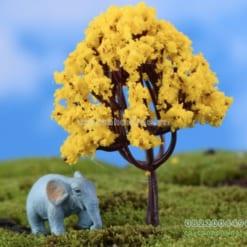 Cây giả màu vàng