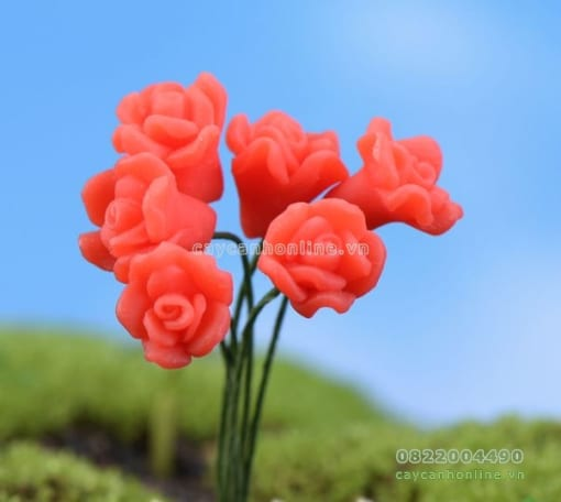 Hoa giả màu đỏ trang trí sân vườn