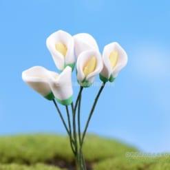 Hoa giả màu trắng