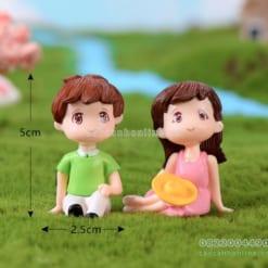 Tượng cặp đôi ngồi bãi cỏ